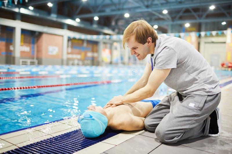 Acidente na piscina fotografia de stock royalty free