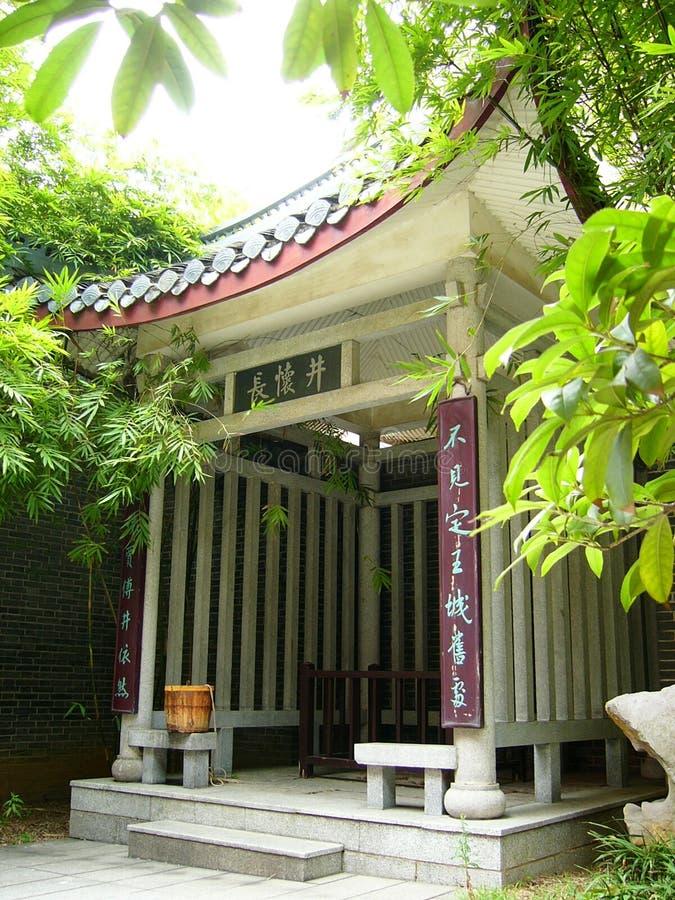 acient runt om kinesisk vetical well för bambu royaltyfri foto