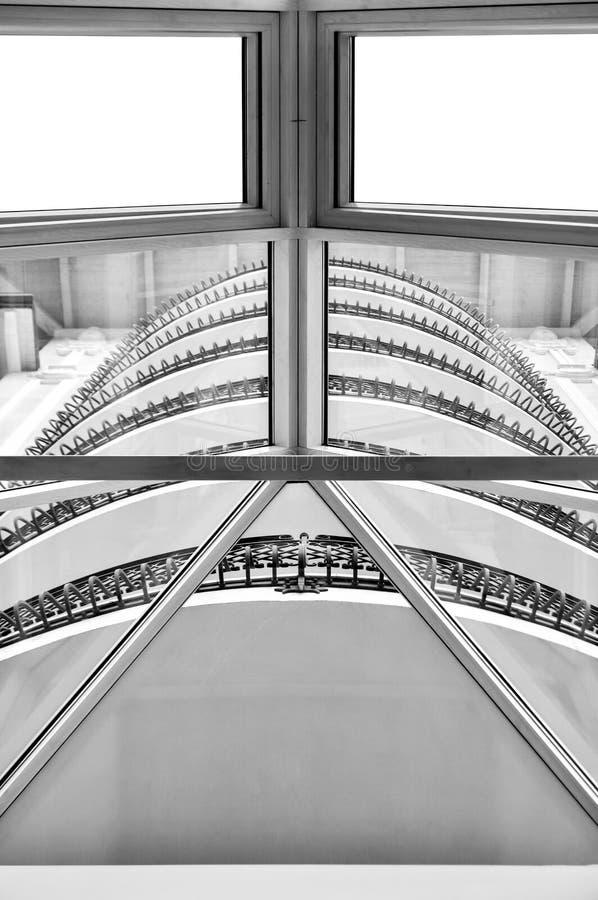 Acier et architecture moderne en verre images libres de droits