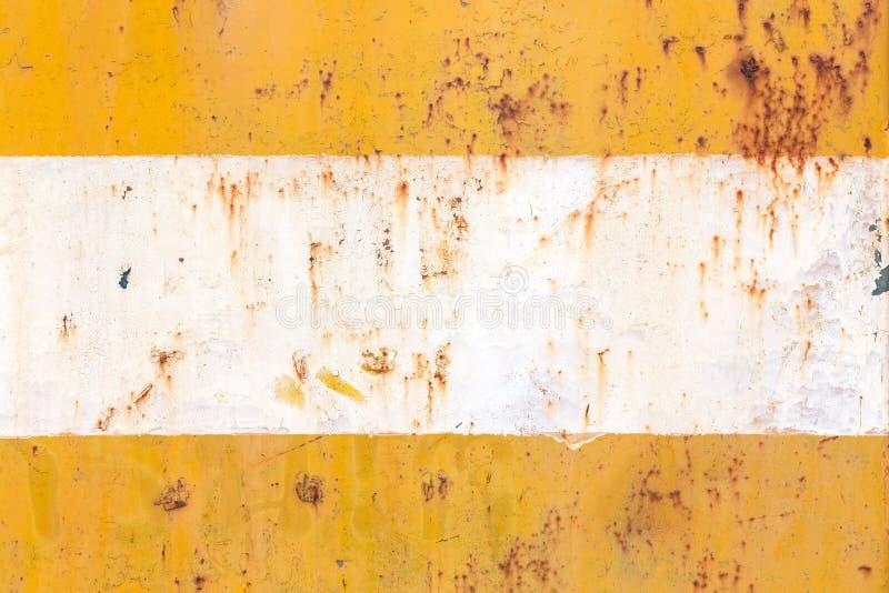 Acier rouillé, dans la couleur jaune et blanche images stock