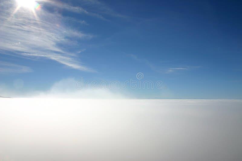 Acima da névoa fotografia de stock royalty free
