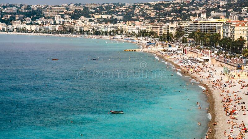 Acima da vista da praia urbana na cidade agradável foto de stock royalty free