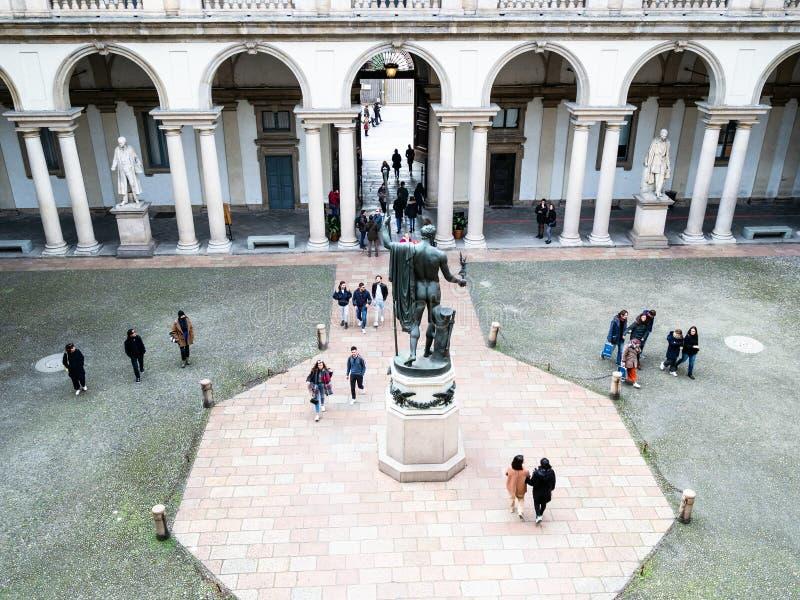 Acima da vista do pátio de Palazzo Brera em Milão imagens de stock