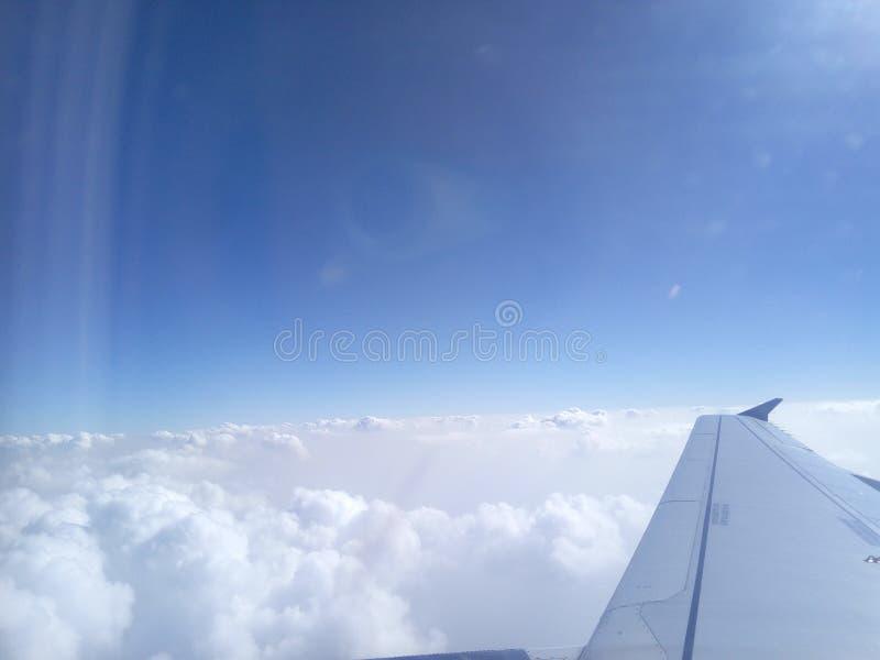 Acima das nuvens no céu do cratf do ar imagens de stock royalty free