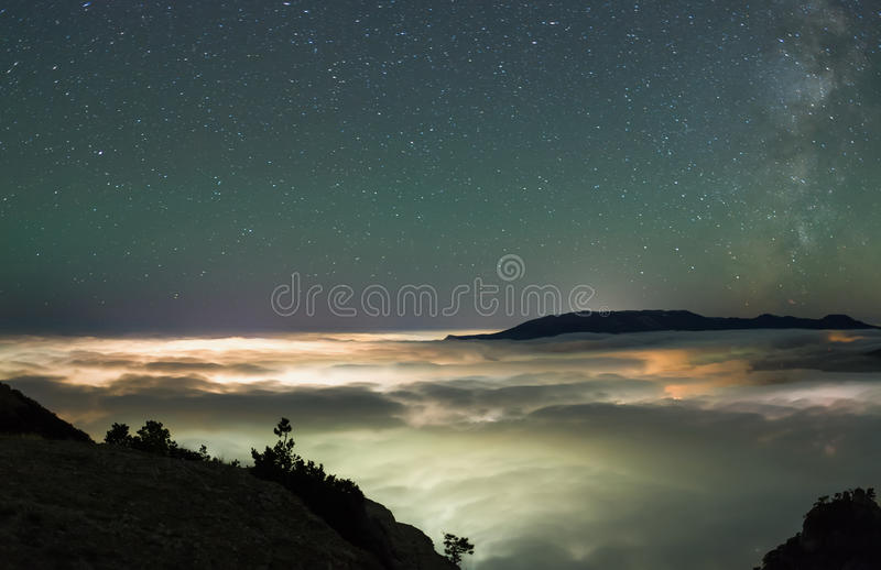 Acima de um mar das nuvens foto de stock royalty free