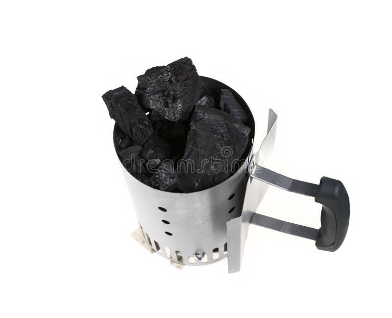 Acionador de partida da chaminé do carvão vegetal com carvão vegetal imagem de stock royalty free