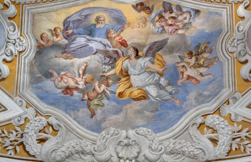 ACIREALE, ITÁLIA - 11 DE ABRIL DE 2018: O fresco do teto do arcanjo Gabriel Annunciation na igreja Chiesa di San Camillo imagem de stock