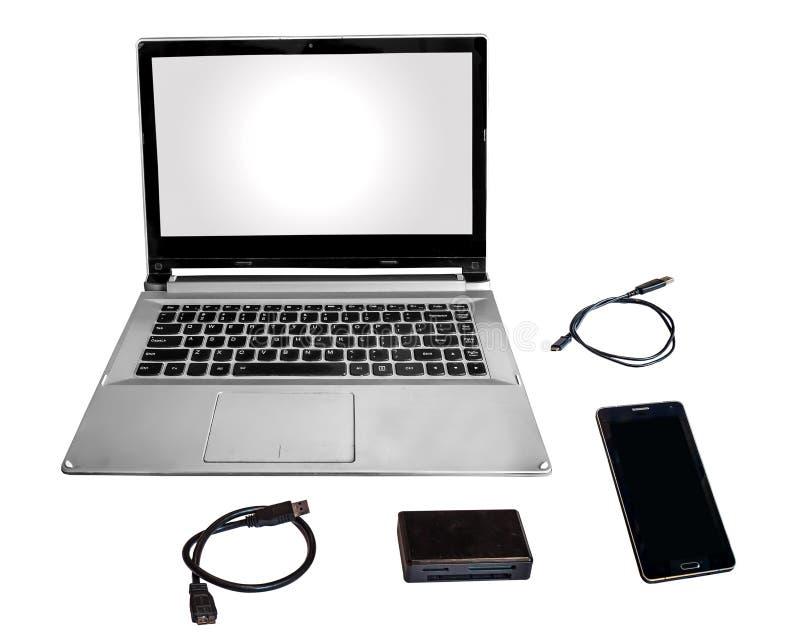 Ackord för kortläsare för telefon för bärbar datorPC som smart och för datakablar isoleras i vit royaltyfri foto