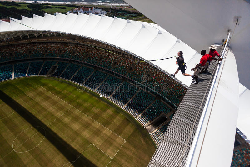 Acometida extrema de salto del estadio de Bunjee imagen de archivo libre de regalías