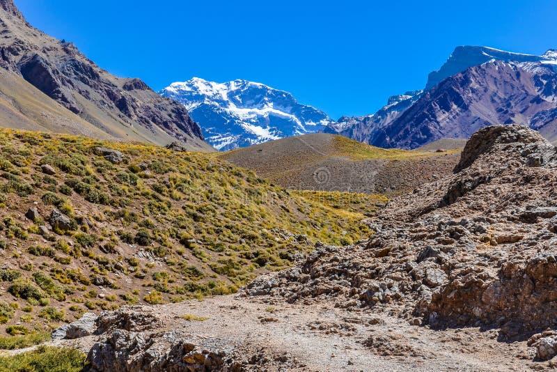 Aconcagua Anderna runt om Mendoza, Argentina arkivfoton
