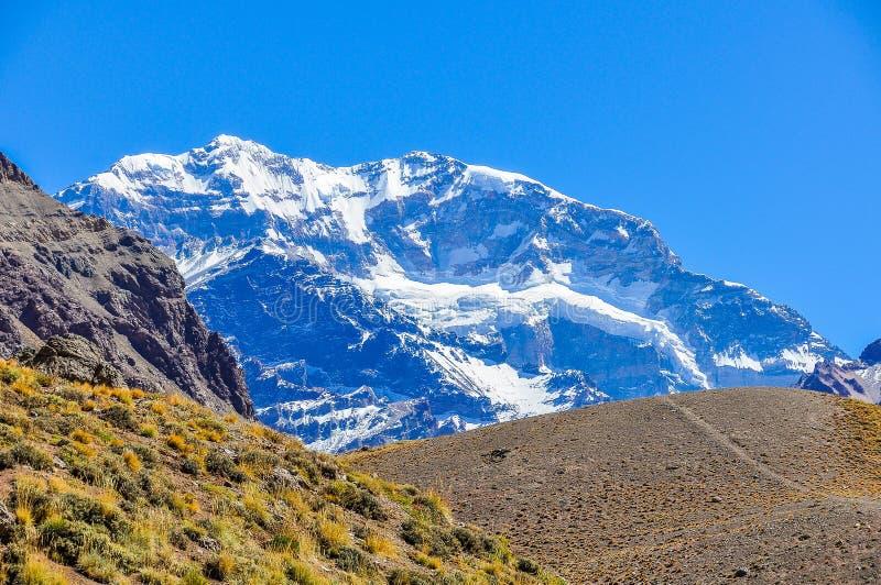 Aconcagua Anderna runt om Mendoza, Argentina royaltyfri bild