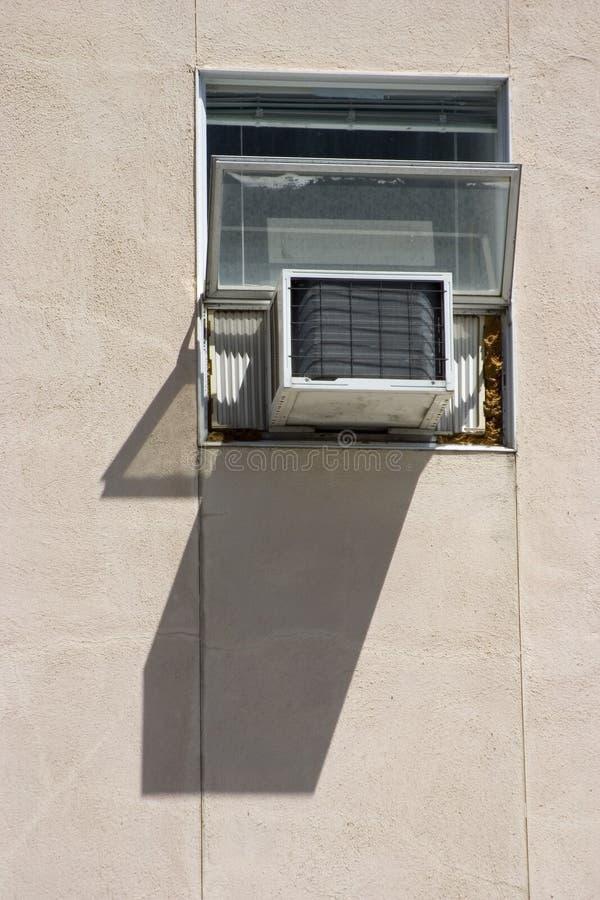 Acondicionador de aire de la ventana fotos de archivo libres de regalías