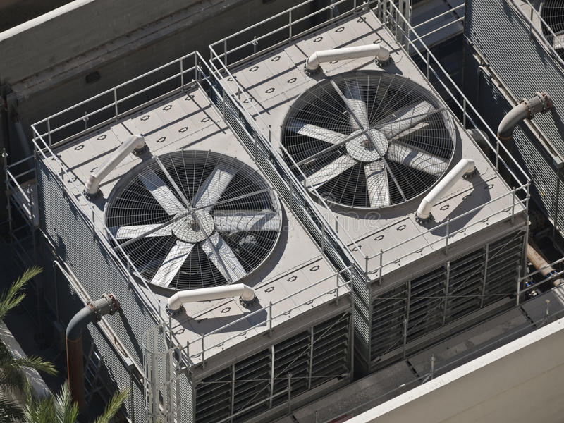 Acondicionadores de aire comerciales grandes fotos de archivo libres de regalías