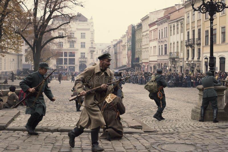 Acontecimientos militares 1918 de la reconstrucción histórica en Lviv, Ucrania foto de archivo libre de regalías
