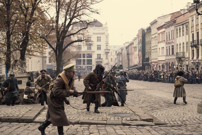 Acontecimientos militares 1918 de la reconstrucción histórica en Lviv, Ucrania foto de archivo