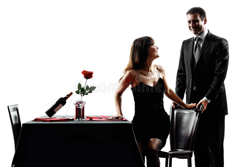 Acopla os amantes que datam silhuetas românticas do jantar fotos de stock royalty free