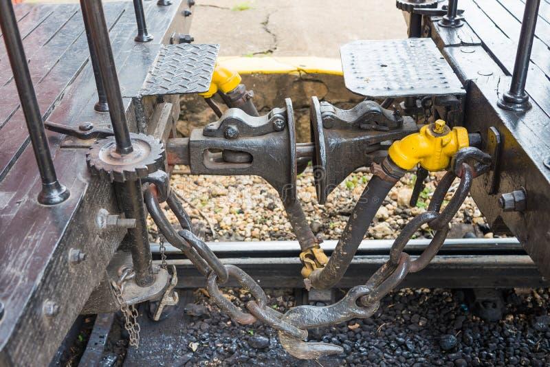 Acoplador do gancho do carro de trem do fumo de maio fotos de stock
