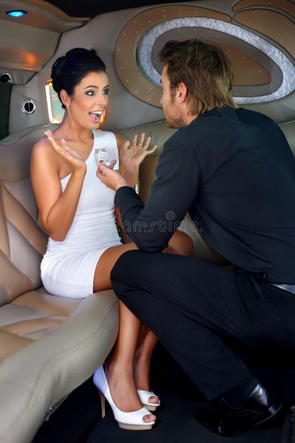 Acoplamento na limusina foto de stock royalty free