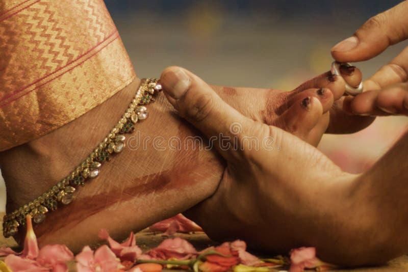 Acoplamento tradicional da união da função indiana do casamento fotos de stock