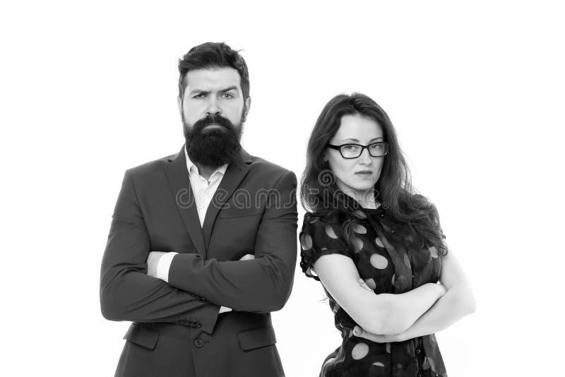 Acople o homem dos colegas com barba e a mulher bonita no fundo branco Lideran?a e coopera??o dos s?cios comerciais imagem de stock
