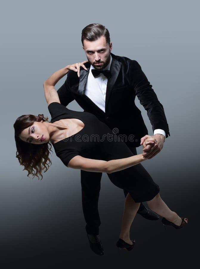 Acople o kizomba do danse ou bachata ou semba social de dança imagens de stock