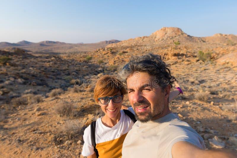 Acople o selfie no deserto, parque nacional de Namib Naukluft, viagem por estrada de Namíbia, destino do curso em África imagem de stock royalty free