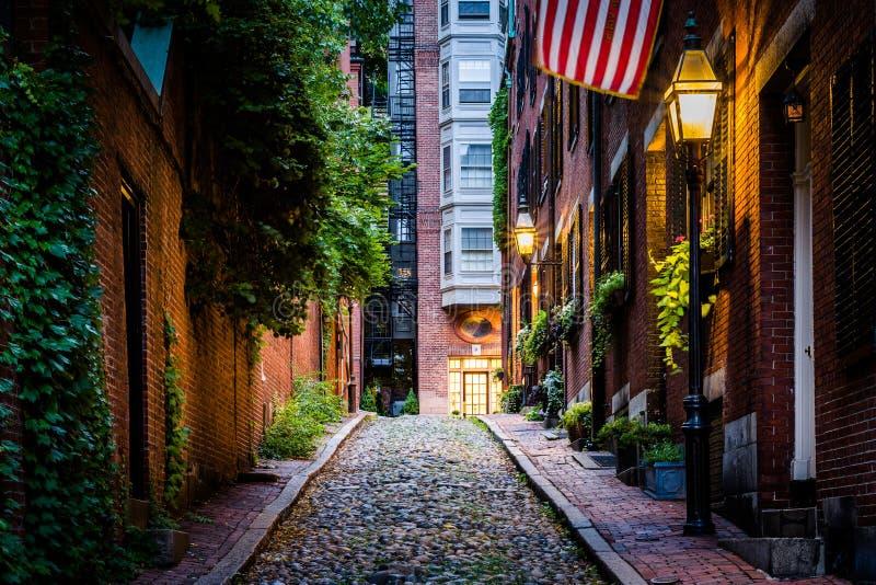 Acorn ulica przy nocą, w Beacon Hill, Boston, Massachusetts zdjęcie royalty free