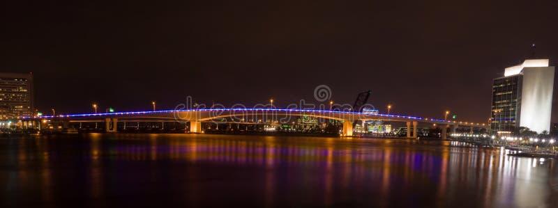 acosta bridżowa fl Jacksonville noc zdjęcia stock