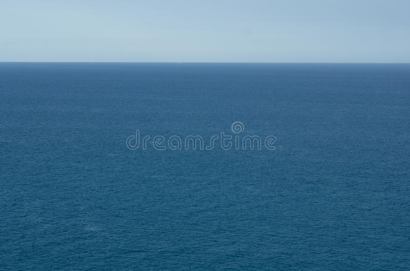 Acqua blu e cielo fotografie stock