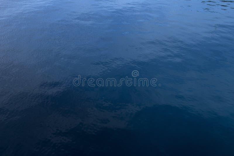 Acqua blu profonda fotografia stock