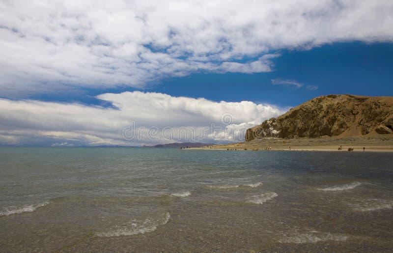 Download Acqua & cielo blu puri fotografia stock. Immagine di nubi - 3885004