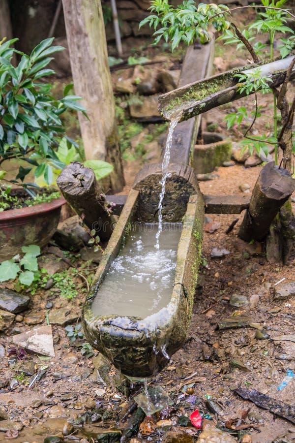 Acqua dalla tribù della collina immagine stock