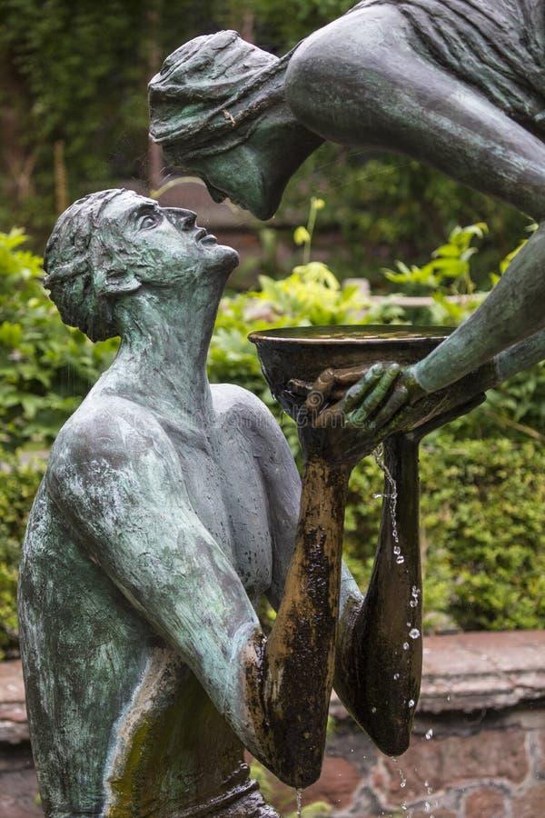 Acqua della scultura di vita a Chester Cathedral immagine stock libera da diritti