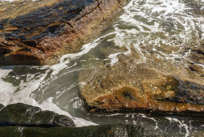 Acqua di turbine dall'onda retrocedente fotografia stock libera da diritti