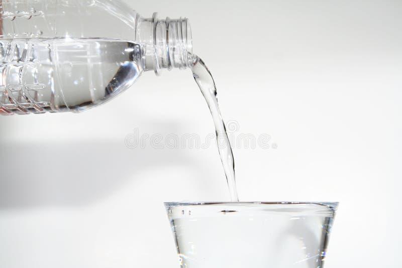 Acqua di versamento immagine stock