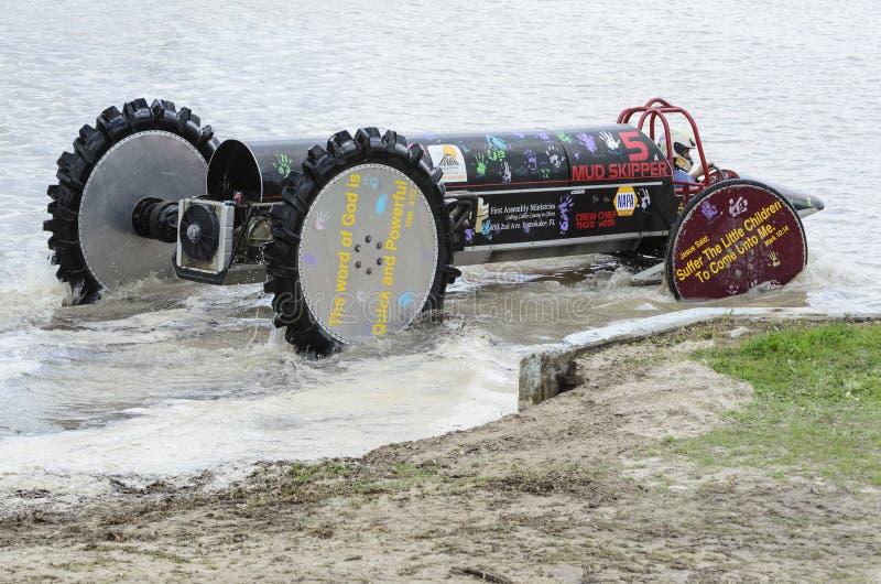 Acqua entrante del carrozzino di palude fotografia stock