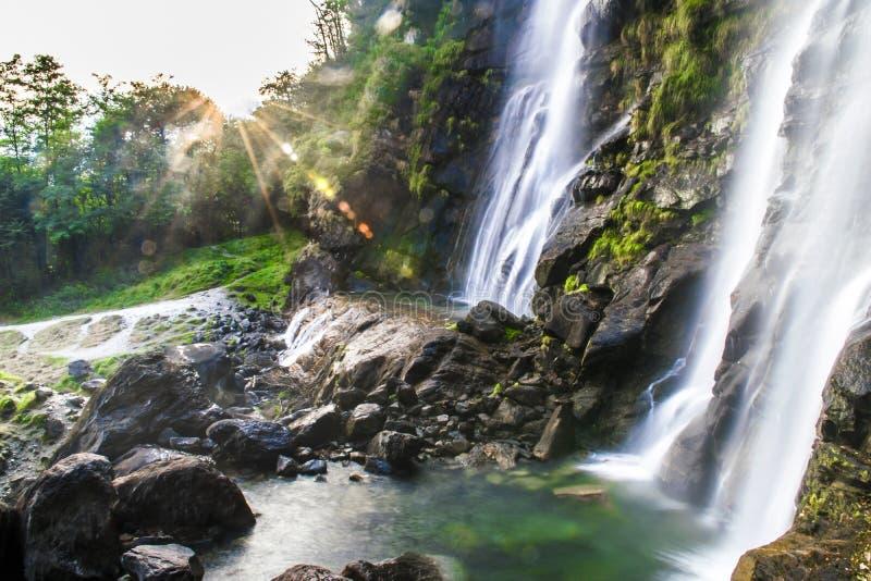 Acqua Fraggia瀑布  如此皮乌罗-意大利 免版税库存图片