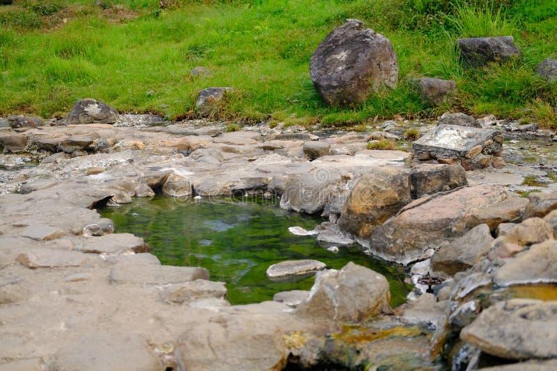 acqua minerale geotermica della sorgente di acqua calda immagine stock