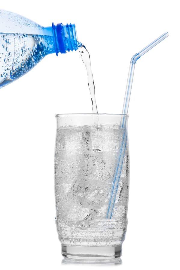 Acqua minerale ghiacciata fotografie stock