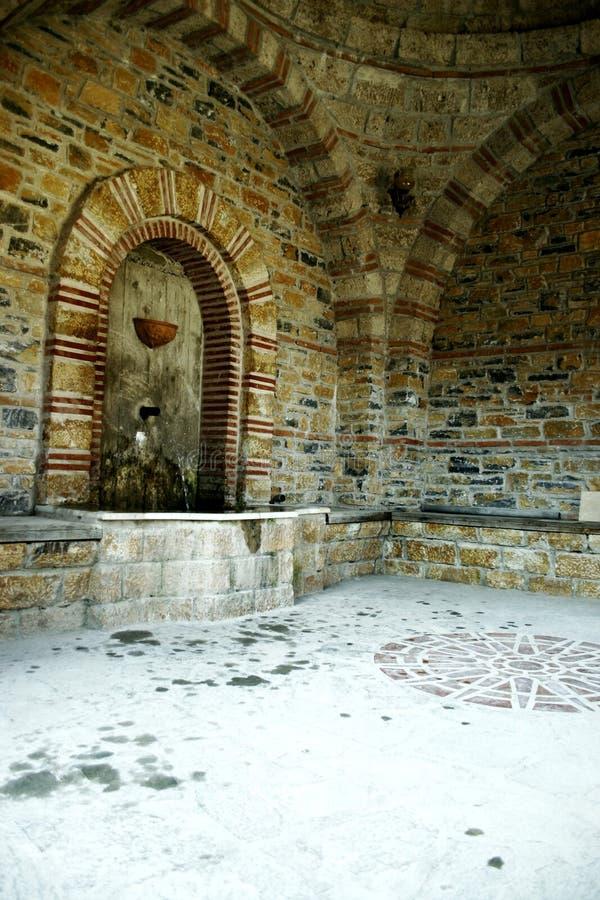 Acqua santa ad una chiesa greca fotografia stock