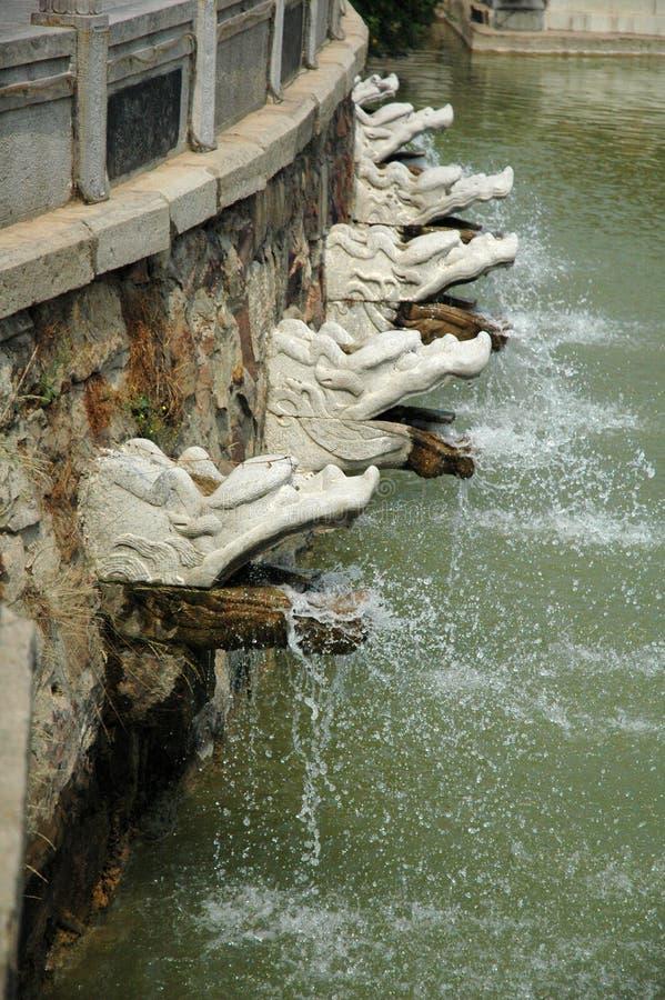 Acqua-Zipoli del drago ai giardini della dea della Sun-Luna immagine stock