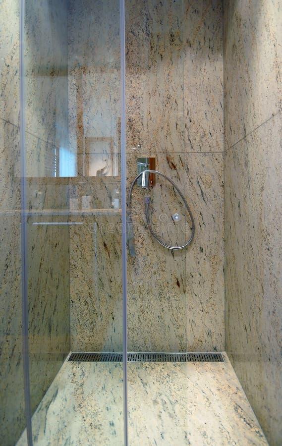 Acquazzone di marmo lussuoso fotografie stock