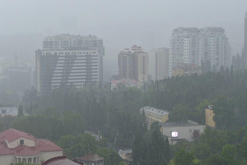 Acquazzone in Soci russo giugno, venticinquesimo, 2015, principale al floodi immagini stock libere da diritti