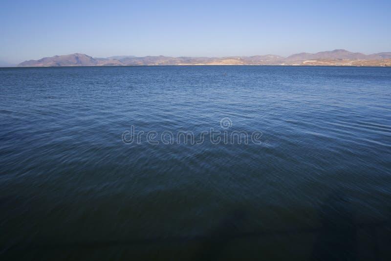 Acque blu del lago fotografie stock