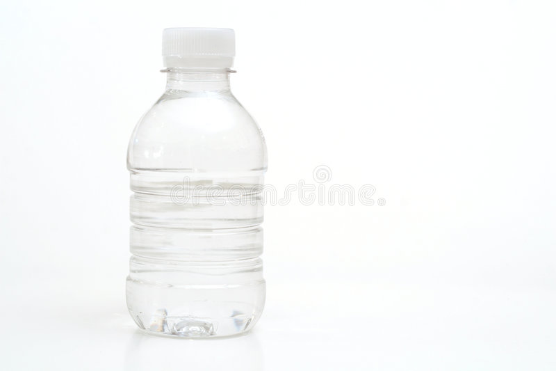 Acque in bottiglia su bianco immagine stock