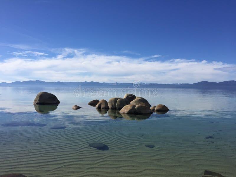 Acque trasparenti del lago Tahoe, California, U.S.A. fotografia stock libera da diritti
