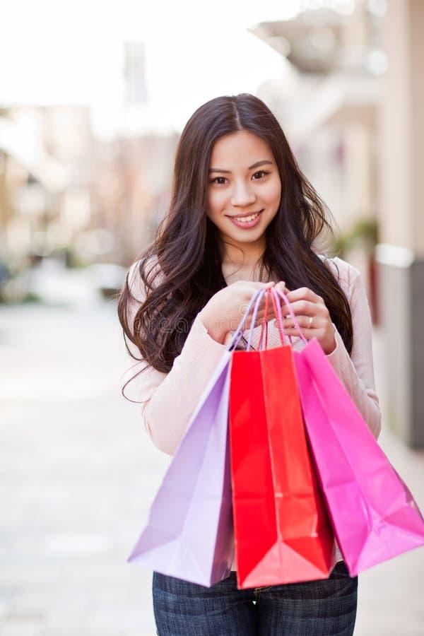Acquisto asiatico della donna immagine stock libera da diritti