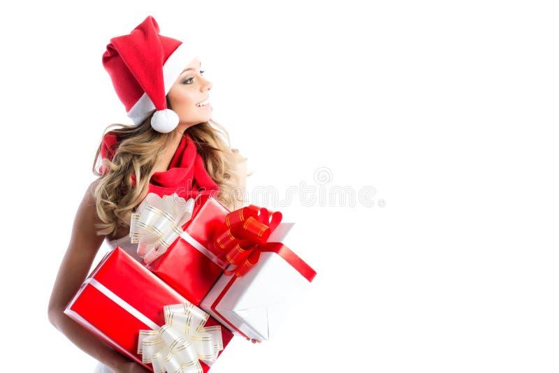 Acquisto di natale, idea per il vostro disegno Donna in regali della holding del cappello della Santa fotografia stock