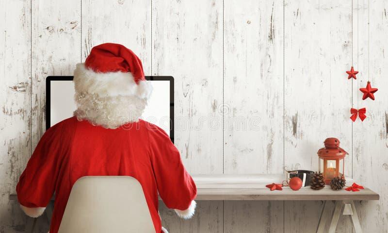 Acquisto di Santa Claus sul computer Tempo di vendita di Natale Spazio libero per testo immagini stock libere da diritti