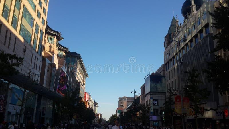 Acquisto lungo il centro commerciale di Wangfujing a Pechino, Cina immagine stock libera da diritti